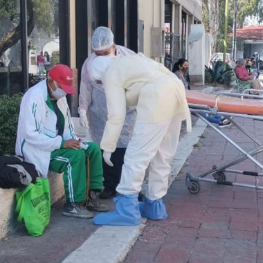 Felipe 'N', un abuelito de 79 años, fue abandonado por sus familiares en Ecatepec tras presentar síntomas de COVID-19
