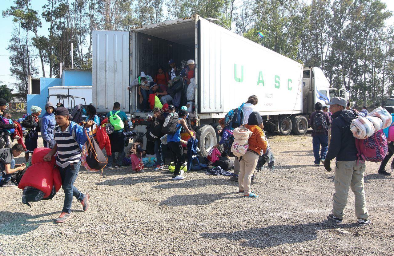 Rescatan 150 migrantes trailer