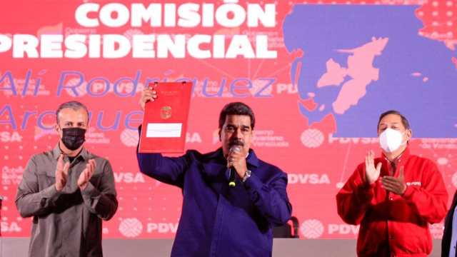 Maduro propone convertir petrolera Venezuela proveedora gas México