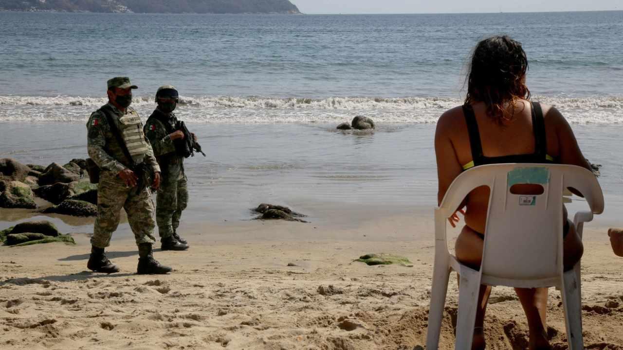 Militares desalojan turistas Acapulco
