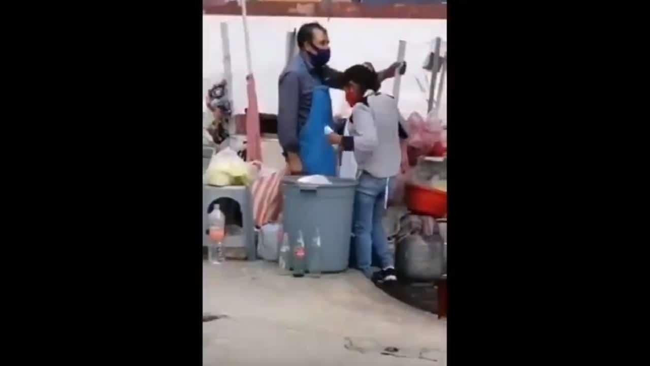 Video vendedores quesadillas sacando platos basura Ecatepec
