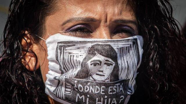 cuerpo velado frente a Segob protesta extinción fideicomiso víctimas de desaparición