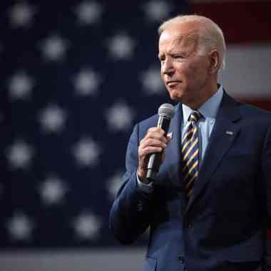 El presidente de Estados Unidos, Joe Biden, ordenó bombardeos a bases militares en Siria; es el primer ataque de su presidencia
