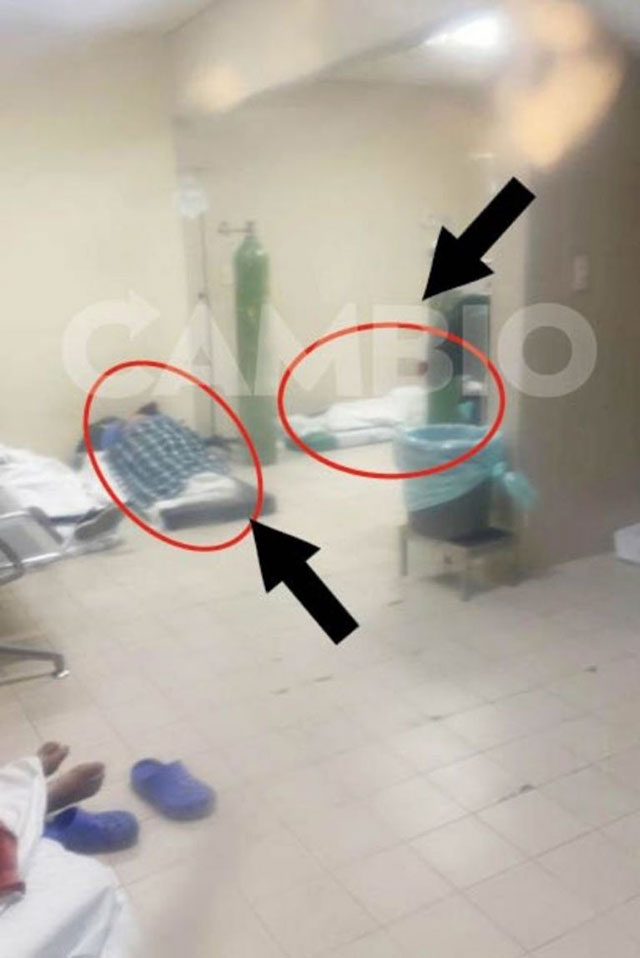 En el Hospital Margarita de Puebla atienden a enfermos de COVID-19 sobre colchonetas en el pasillo ante saturación