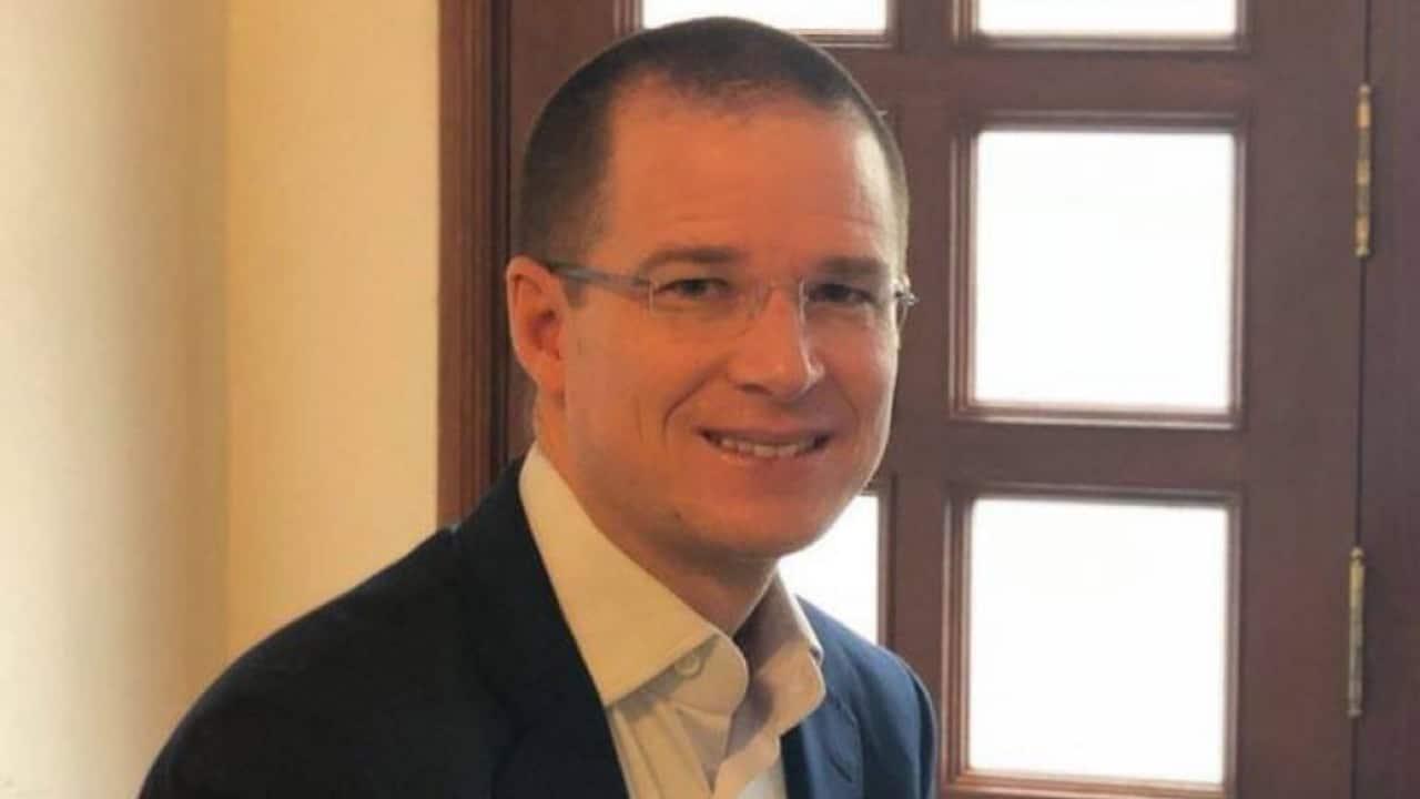 Ricardo Anaya critica caguamas