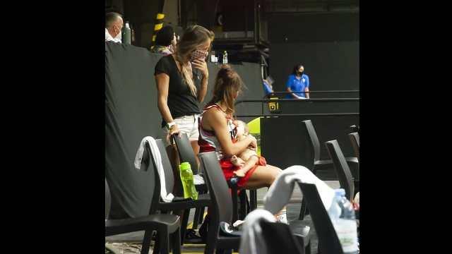 Antonella González amamantado a su hija