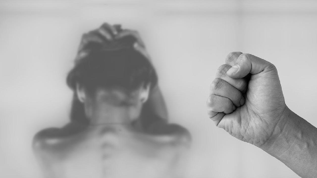 En Irán ejecutaron a cuatro hombres por violar a una mujer frente a su esposo. El ataque tuvo lugar en Khorasan.