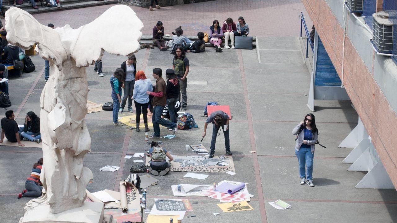 Encapuchados toman instalaciones FAD UNAM