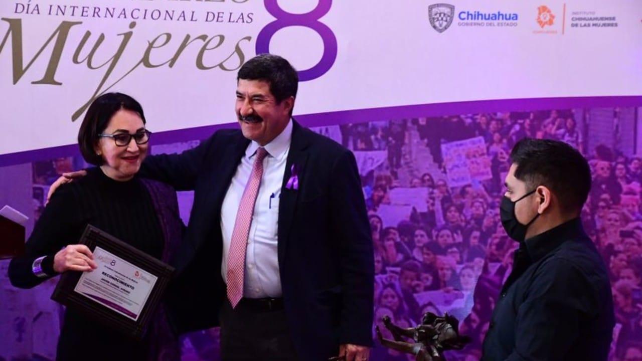 Ichmujeres entregó reconocimiento Javier Corral apoyo a las mujeres Chihuahua