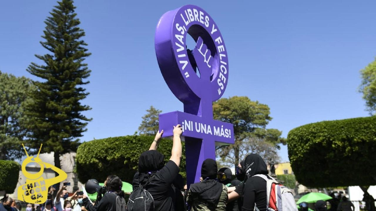 En la marcha feminista del 8M colectivos levantaron la Antimonumenta