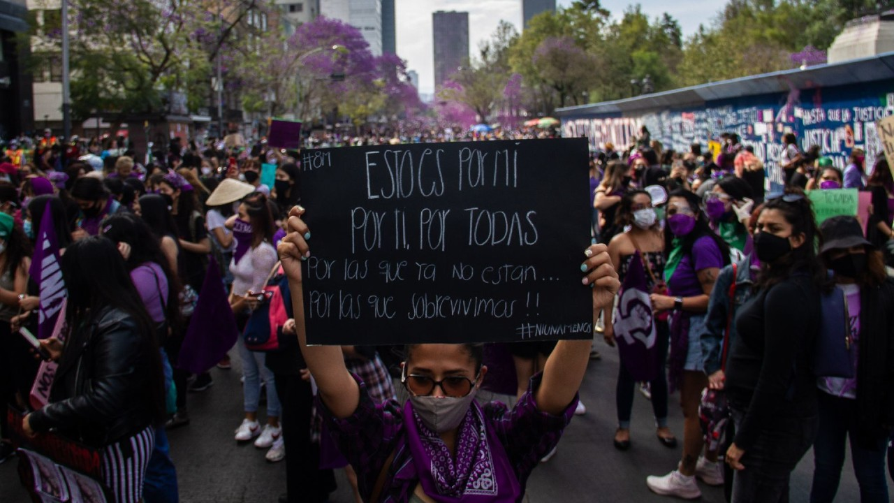 Mon Laferte pide AMLO entender movimiento feminista