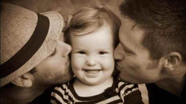 tribunal obliga pareja gay devolver bebé adoptado