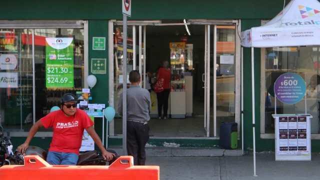 Tras suicidio cliente banco ofrece regresar dinero robado personal