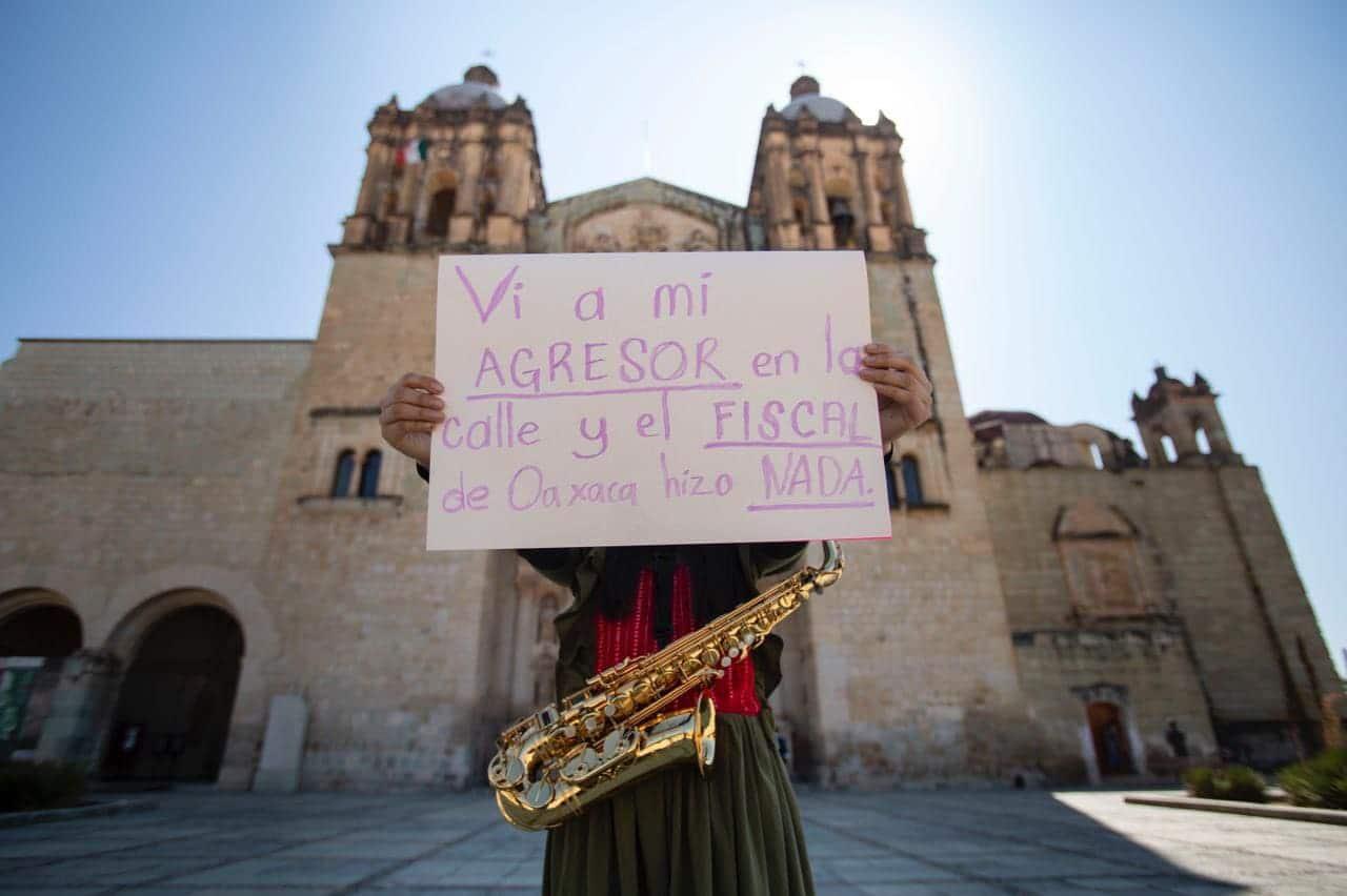 Vi a mi agresor en la calle saxofonista