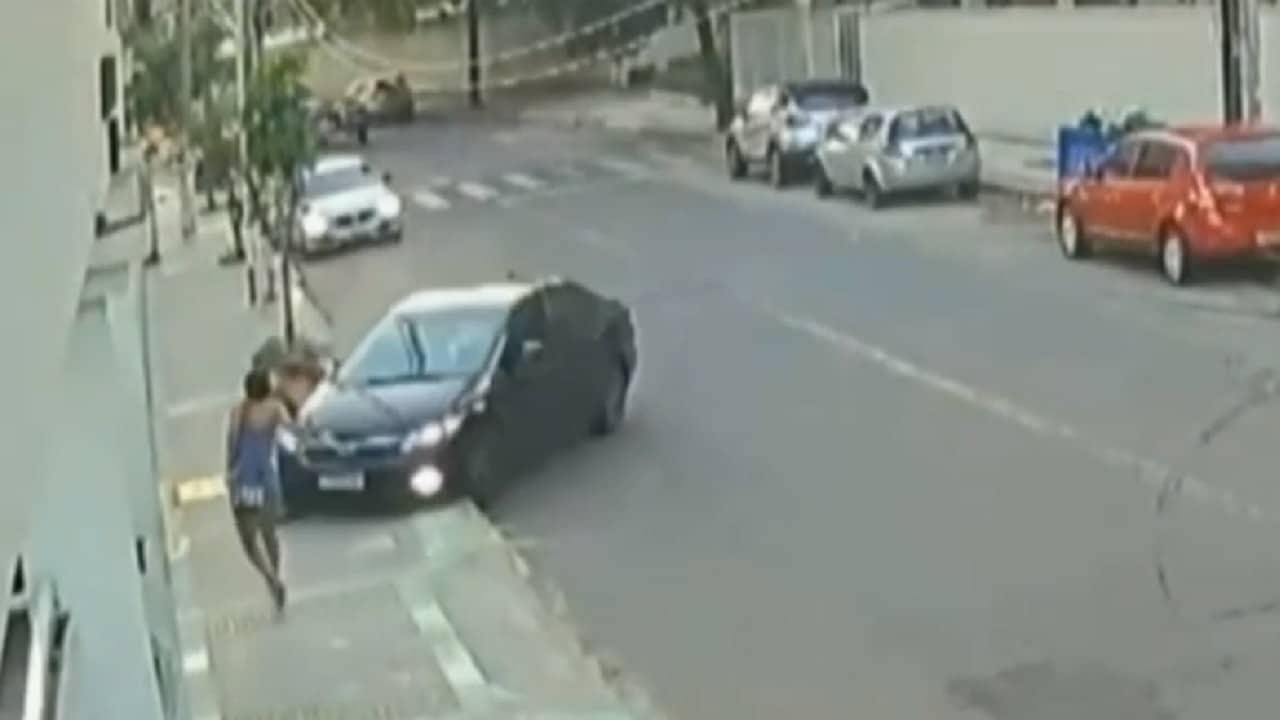 video ladrón atropellado robar celular Brasil