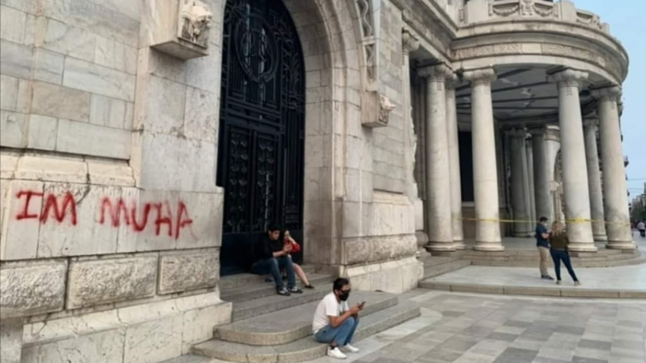 Bellas Artes grafiti CDMX extranjero