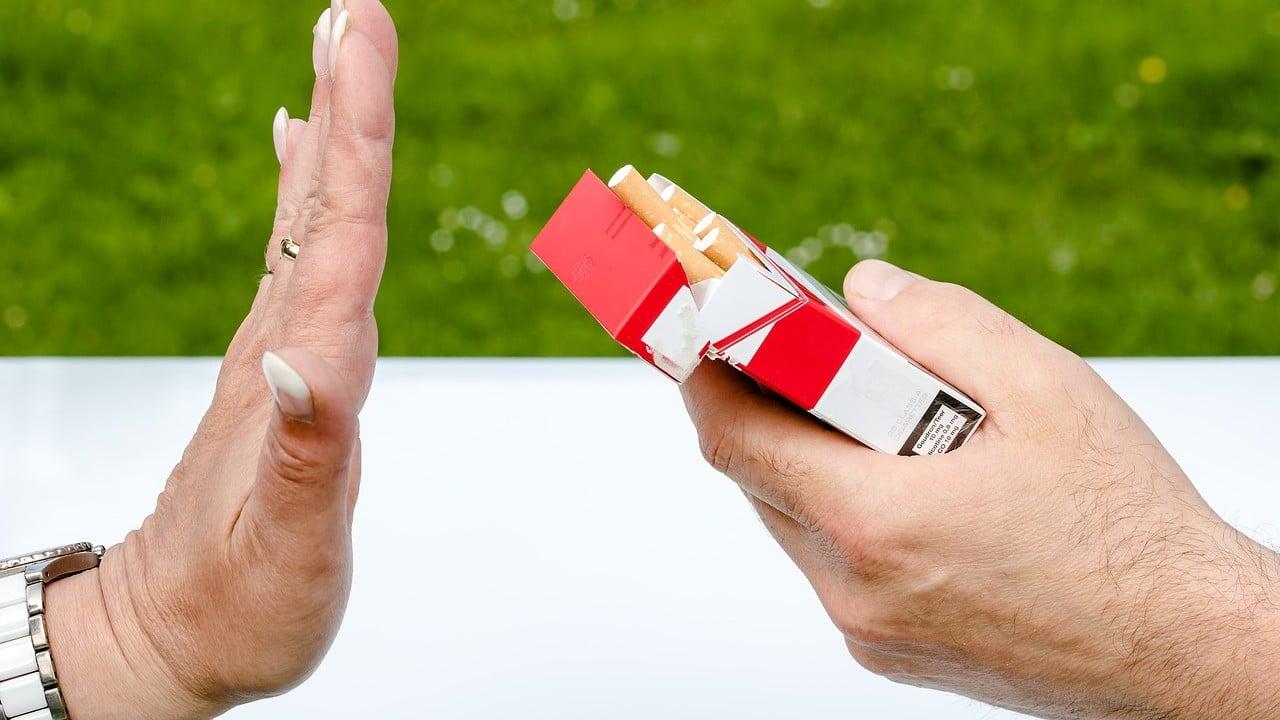 Nueva Zelanda prohibirá tabaco a nacidos después del 2004