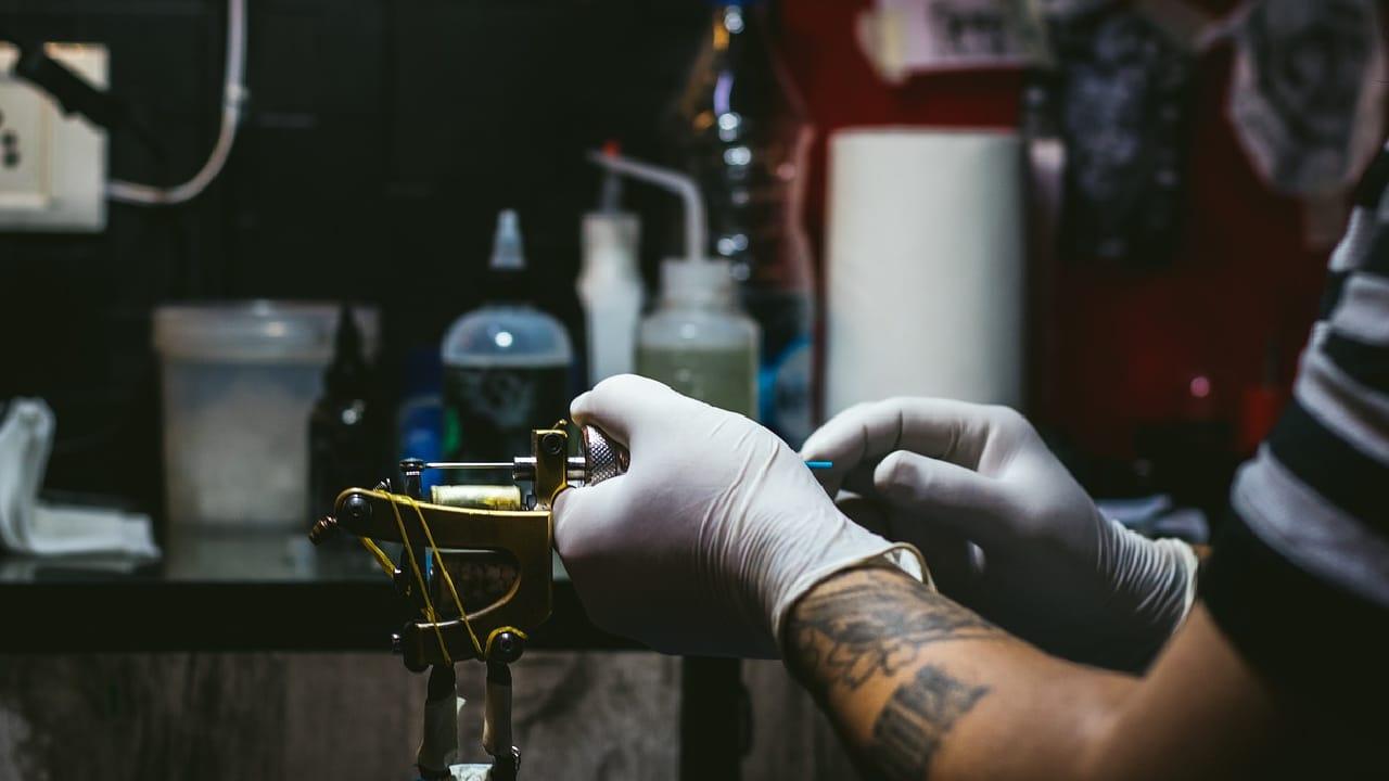 Cuatro jóvenes desaparecieron en un estudio de tatuajes