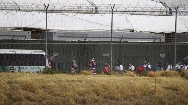 Niño migrante abandonado en Texas pidió ayuda a un agente fronterizo