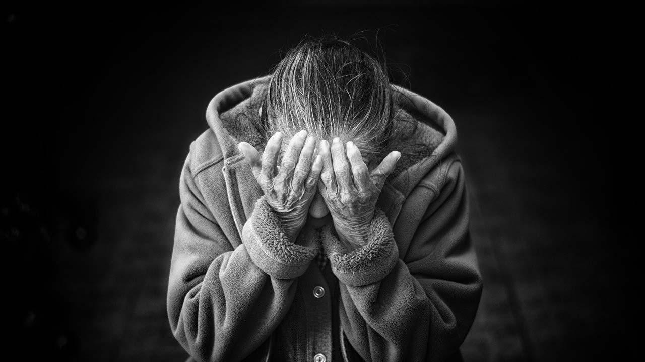 Abuelita denuncia maltrato durante vacuna Iztapalapa