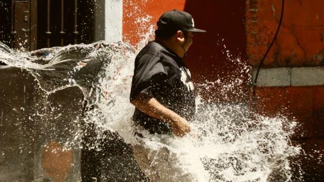 Sábado de Gloria multas tirar agua