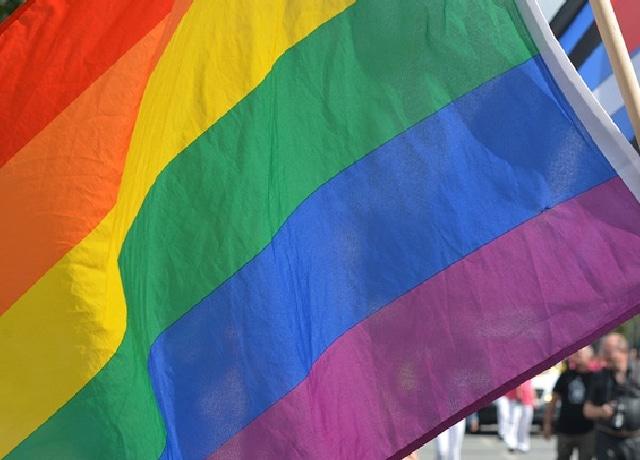 Conversaciones de Alfredo Adame y una mujer trans