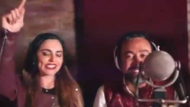 Candidato Morena modificó canción de Molotov