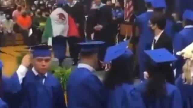 Video estudiante hispano vistió bandera México