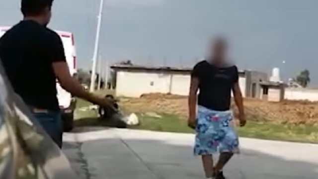 Video grabaron hombre golpeando mujer Puebla