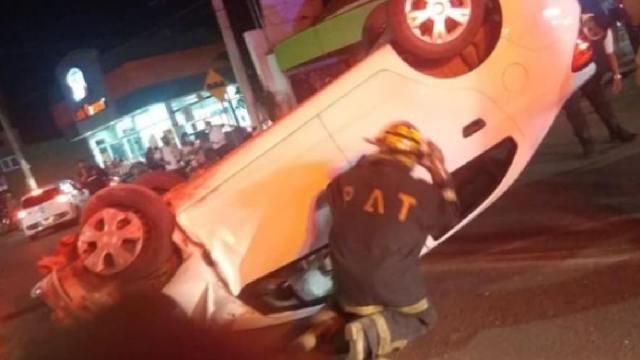 Líder del PRI chocó automóvil e hirió a dos personas