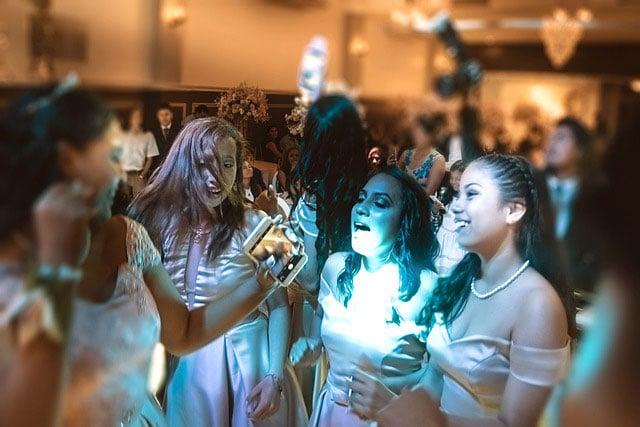 rganizan fiesta de XV años; fallecen madre y tíos de la festejada por COVID-19