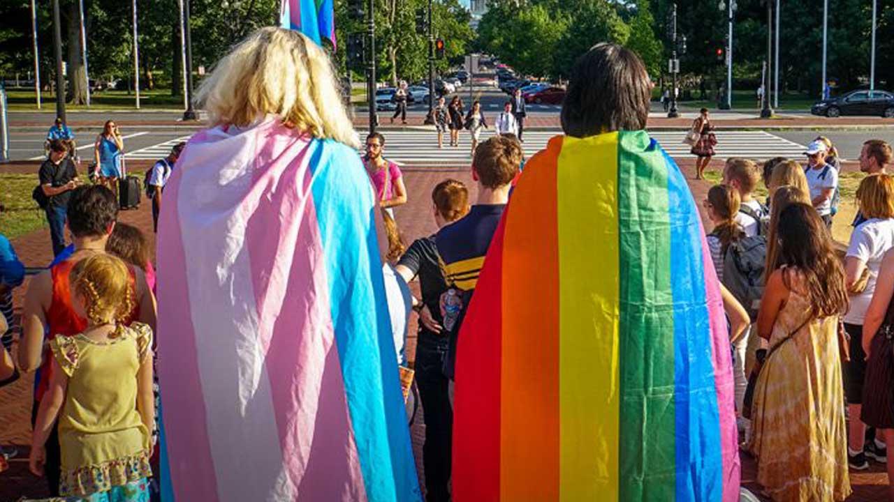 """Hungría busca prohibir la """"propaganda"""" de la homosexualidad en la infancia"""