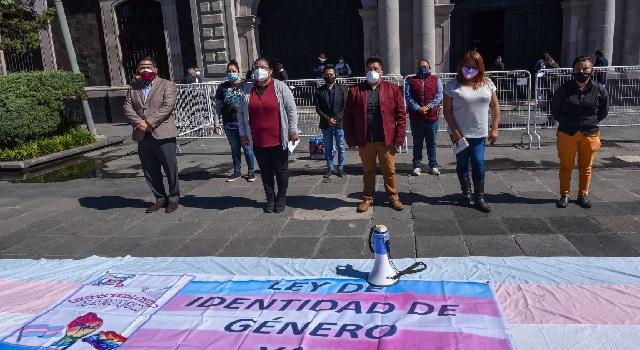 Personas tras cambian acta de nacimiento Estado de México