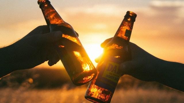 Químicos alemanes hallan más de 100 mil sustancias en la cerveza; el 80 por ciento desconocidas.
