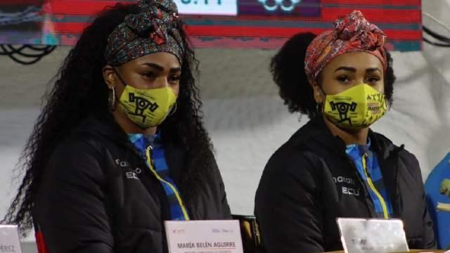 """Piden a medallistas ecuatorianas levantar barra de 130 kilos; Tratadas como """"atracciones de circo"""", acusan en redes"""