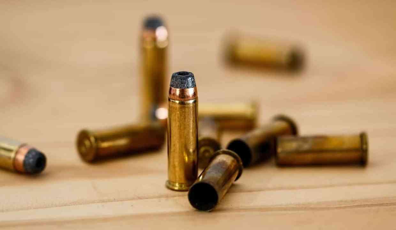 Mujer es asesinada a balazos por un policía estatal