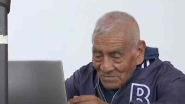 abuelito se tituló como ingeniero