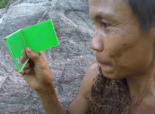 El vietnamita que vivió más de 40 años en la jungla escondiéndose de EE.UU. muere de cáncer 8 años después de regresar a la civilización