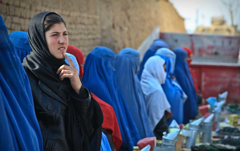 Esperamos se incluyan mujeres en el nuevo gobierno talibán: ONU