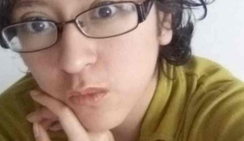 Andra, persona no binaria, pide reportar página que roba su identidad
