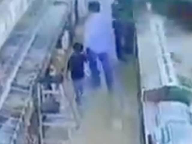 Sicario Mata Hombre Hijo Mano Mercado Tijuana Video