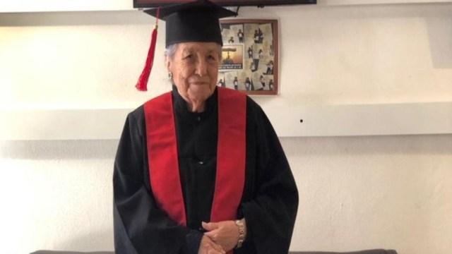 Abuelita de 93 años se gradúa de la Universidad