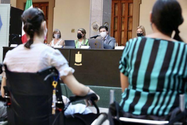 Denuncian en Nuevo León favores sexuales a cambio de crédito de vivienda