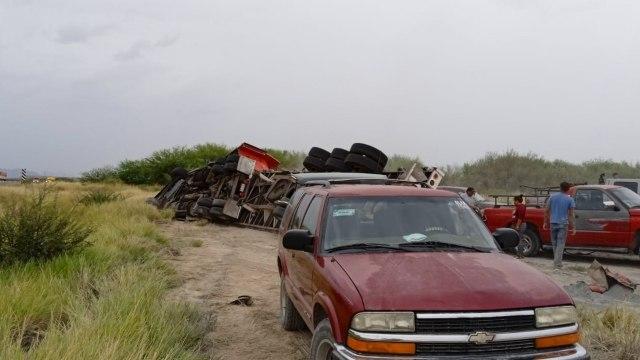 Durante la rapiña de un camión a mujer embarazada le caen 20 bultos de cemento