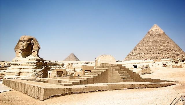 Familia descubre en su jardín esfinges del Antiguo Egipto y las subastan