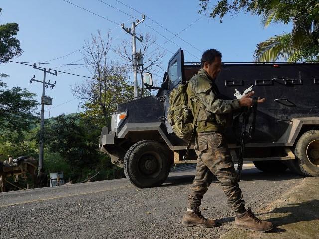 """AUDIOS: """"Es orden del señor grande"""". CJNG ataca a militares en vía Jilotlán-Tepeque"""