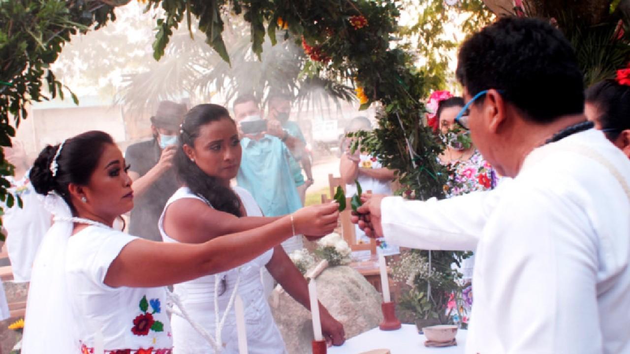 Lidia Hoil Poot y Lizbet García se convirtieron en el primer matrimonio LGBT en una comunidad maya.