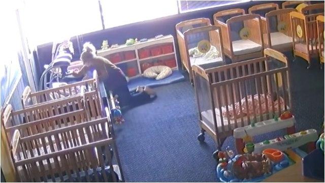 Video Maestra de guardería maltrata a niño