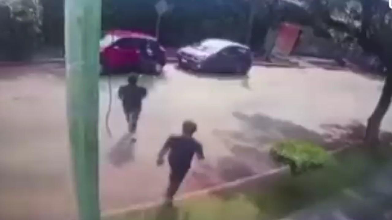 VIDEO: Ladrones disparan en la cabeza a una mujer por no dar su laptop, en Cuernavaca