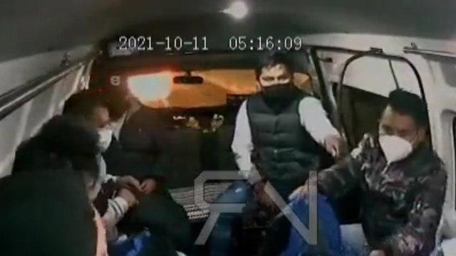 Video: Sujeto dispara contra pasajeros de combi durante asalto en Edomex